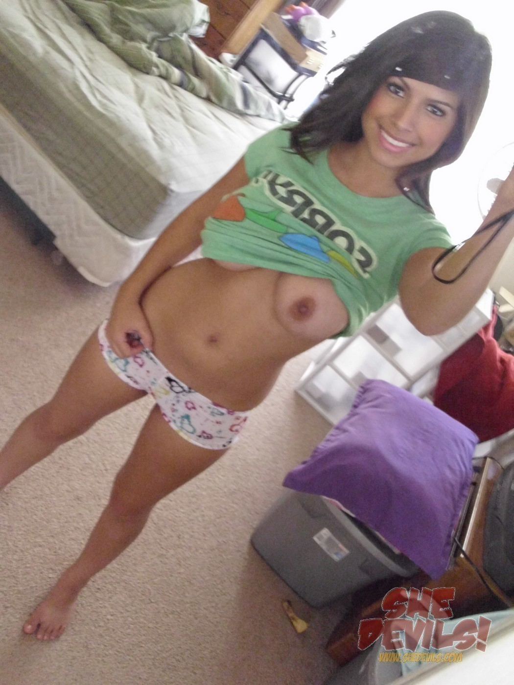 hot latina girl naked selfie
