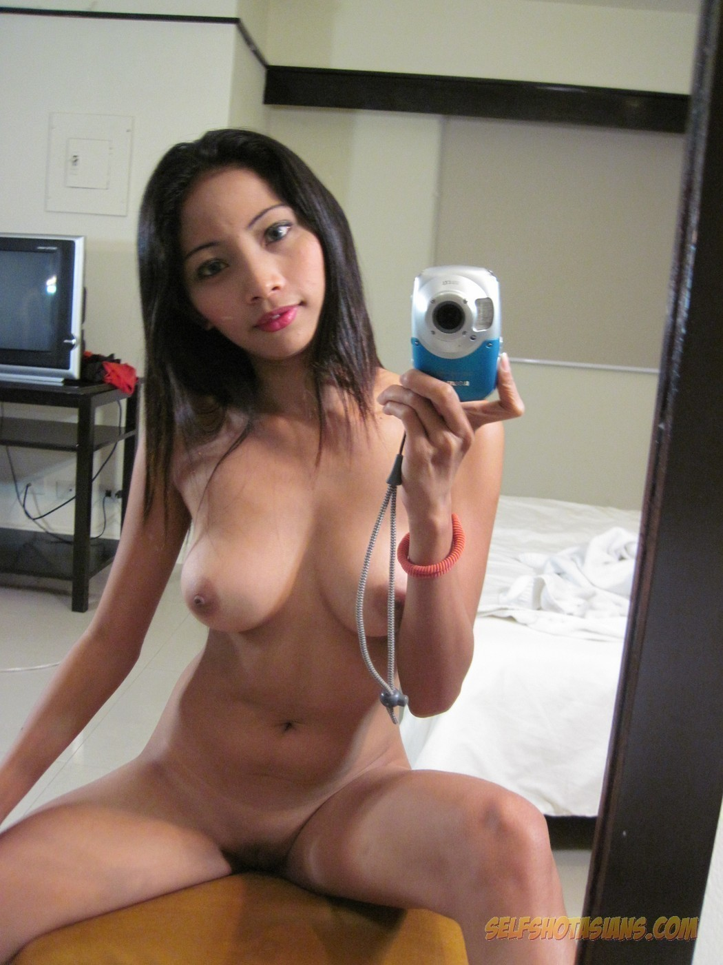 naked girl mirror selfies