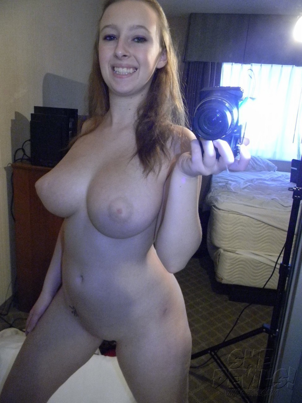 Busty Teen self photo
