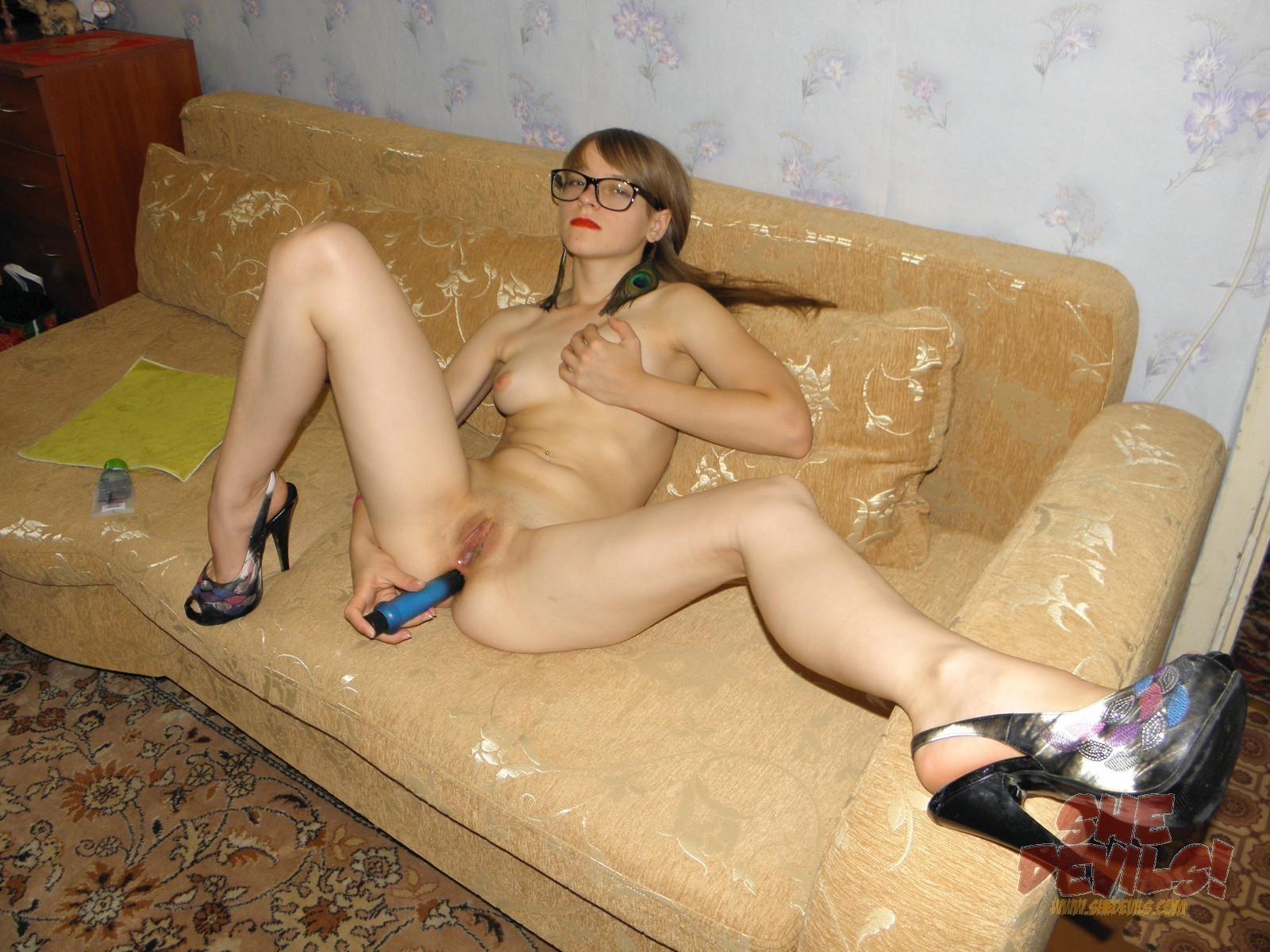 4 eyed chick gets fucked on couch 8