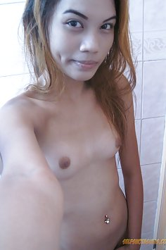 Petite Asian girl does nude selfies for her BF